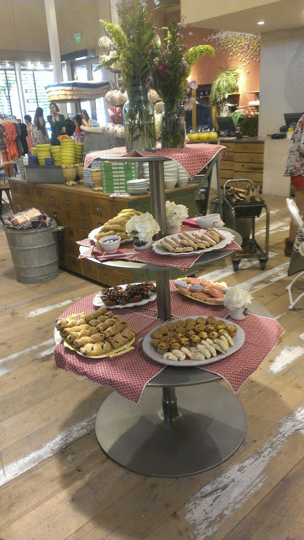 Walking with Cake: Anthropologie Brunch Display