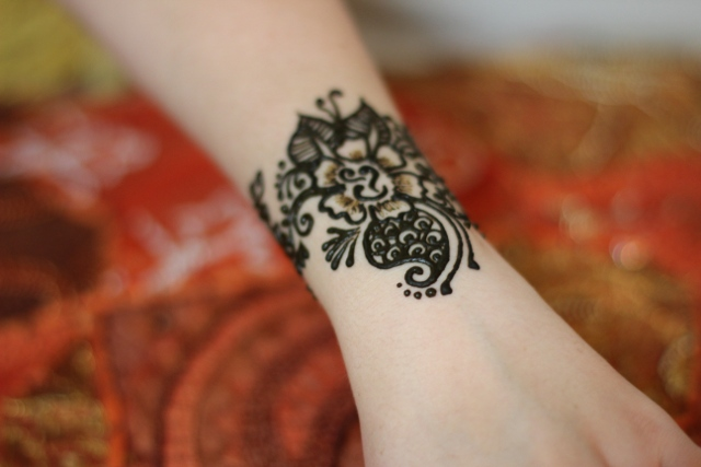 Walking with Cake: Henna tattoo