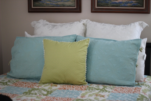 Walking with Cake: Pretty Pillows