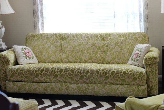 Walking with Cake: Nonnie's floral couch