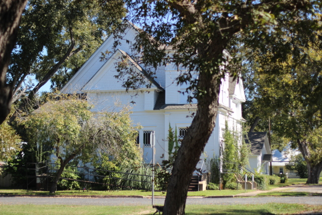 Walking with Cake: Old Smithville church