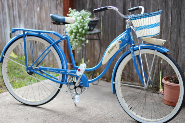Walking with Cake: My Vintage Schwinn Bike