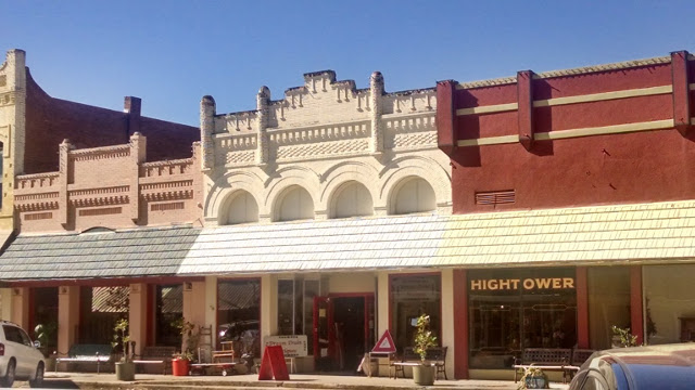 Walking with Cake: Smithville buildings
