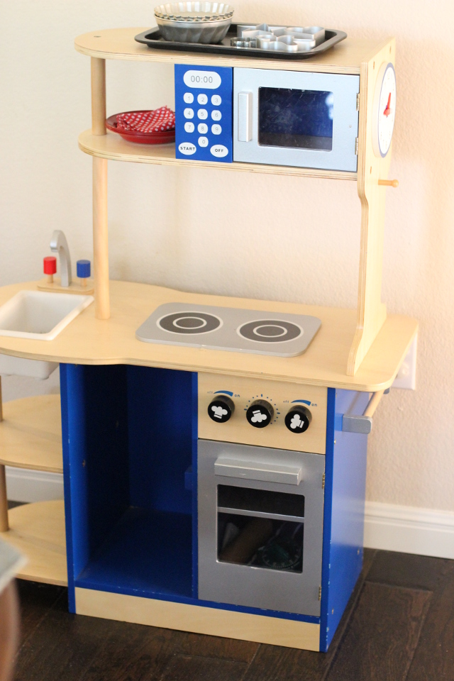 Walking with Cake: Wooden Play Kitchen