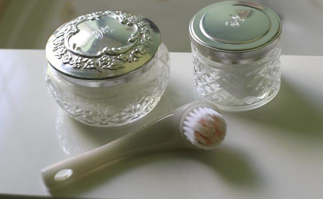 Walking with Cake: Shiseido 'The Skincare' Cleansing Massage Brush