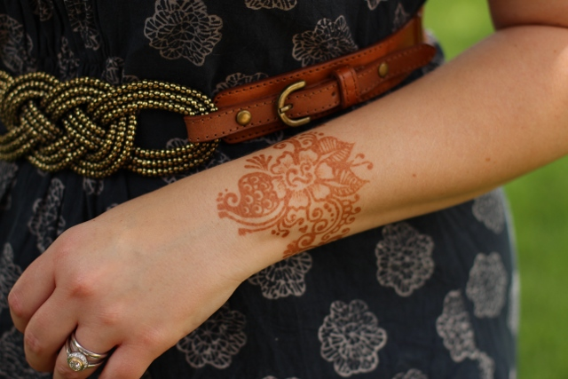 Walking with Cake: Henna stain